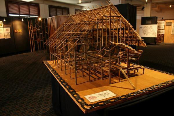 Menyibak Arsitektur 'Uma' Suku Mentawai
