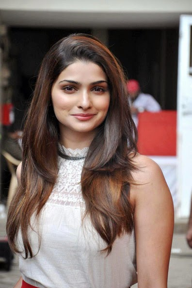 Prachi Desai :Prachi Desai Hot Pics without make-up on sets hot pics