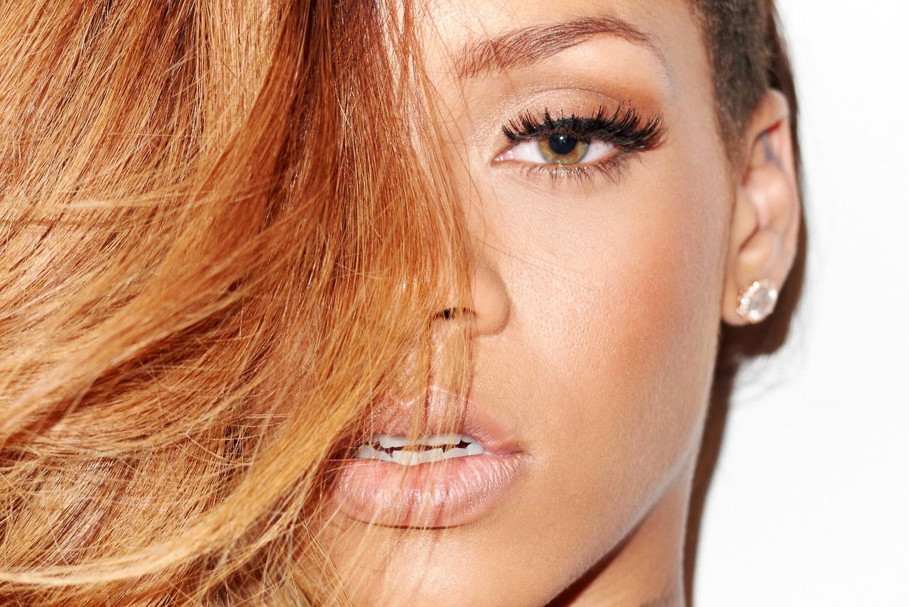 http://2.bp.blogspot.com/-DY064DxtcVI/URCfyXz92BI/AAAAAAABY9Q/SY5Fi9aMQE8/s1600/Rihanna-magazine-photo-shoot-20138.jpg