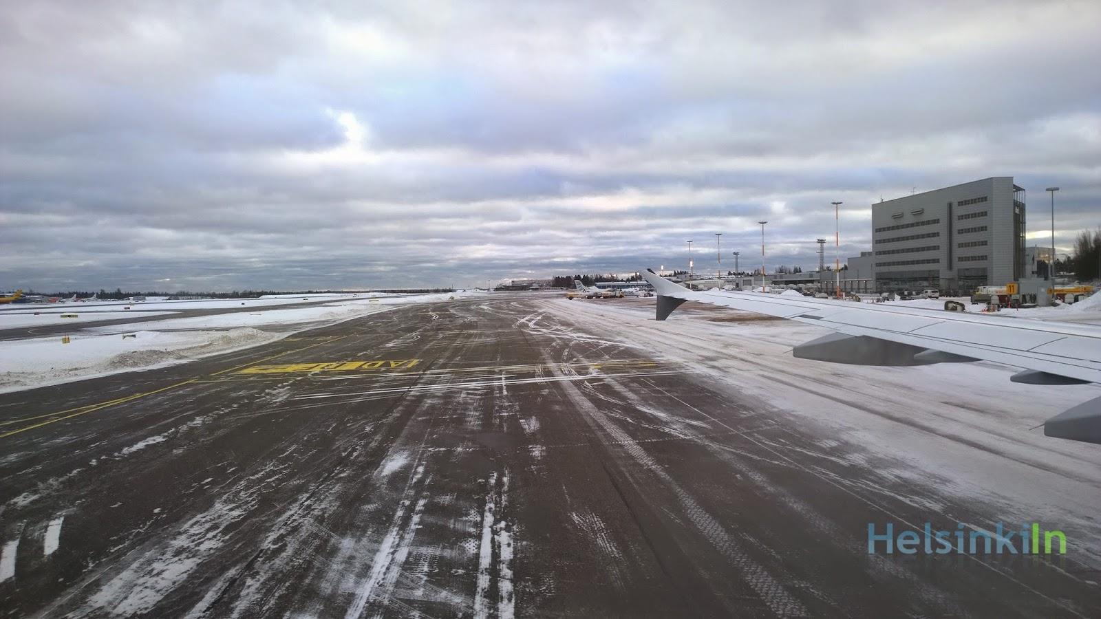snow at Helsinki Vantaa Airport