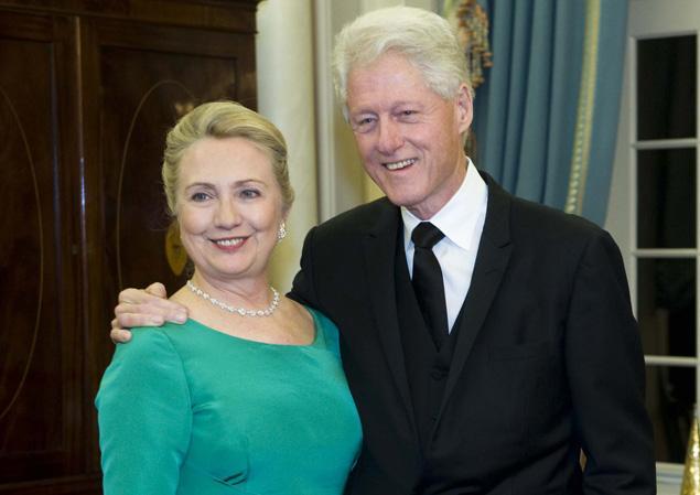 Clinton defiende a su mujer