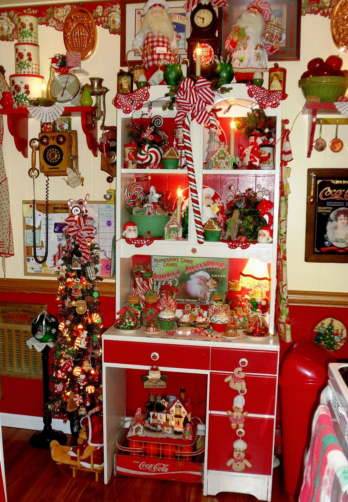 A DEBBIE DABBLE CHRISTMAS Sweet Christmas Kitchen Tree