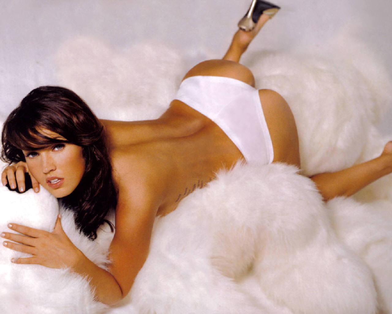 http://2.bp.blogspot.com/-DY8vwQgape8/Tqfo7x-uWfI/AAAAAAAALPg/tPFGu5cqK0w/s1600/Megan_Fox_nude-pose-milf-photo-topless.jpg