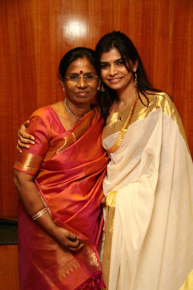 Chinmayi Sripada Chinmayee Kanabhishekam To Her Mother Guru