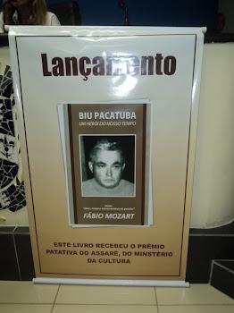O Poeta, dramaturgo e produtor Fábio Mozart  lançou em 19/04/2011 na Câmara de Vereadores Sapé