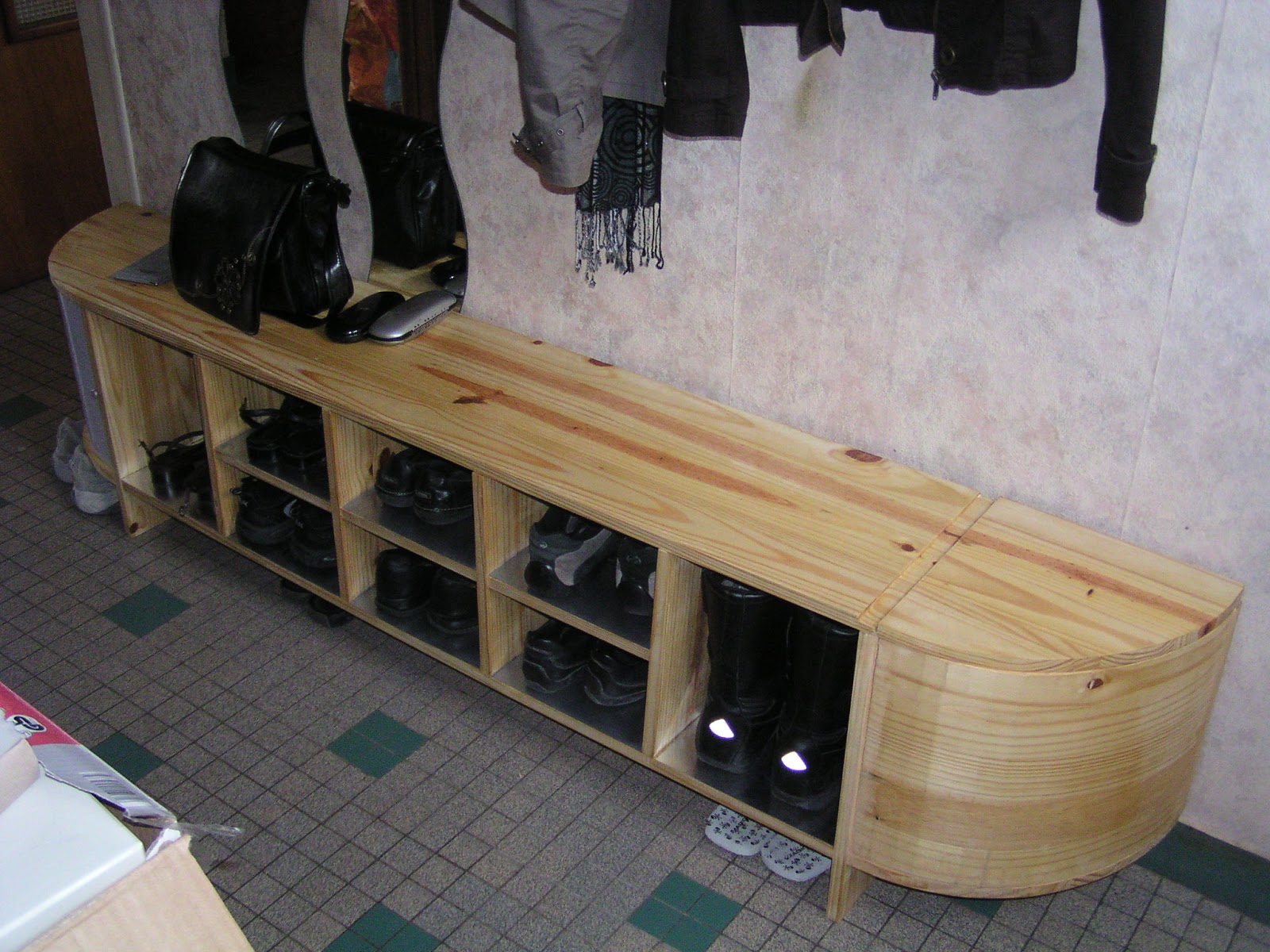 do it yourself caverne range tes chaussures. Black Bedroom Furniture Sets. Home Design Ideas