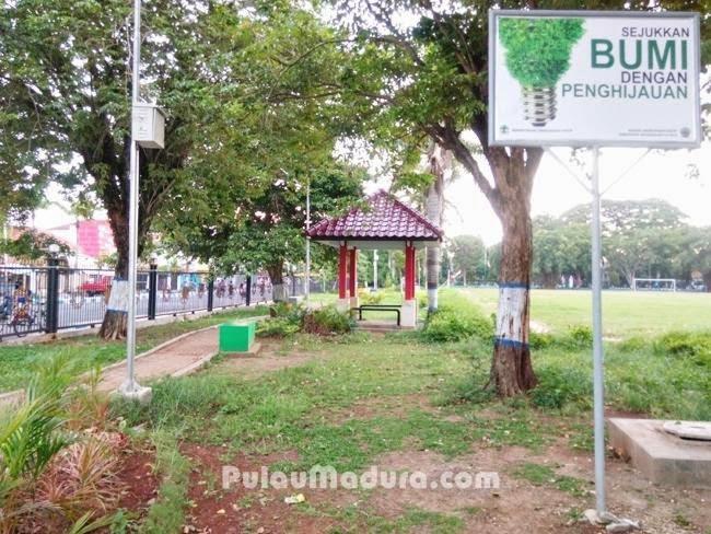 Sisi sebelah Timur Taman Paseban Bangkalan