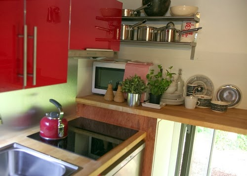 04-Kitchen-Area-Engineer-Mike-Page-Cube-Micro-House-QB2-12m²-www-designstack-co