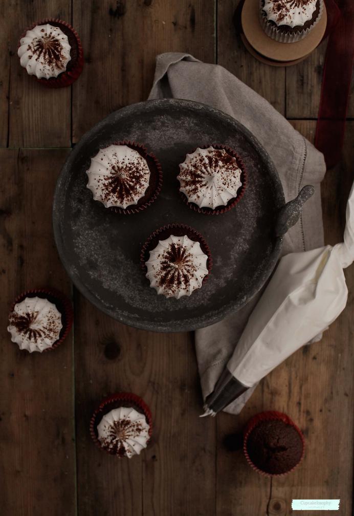Cupcakes de chocolate con frosting de m