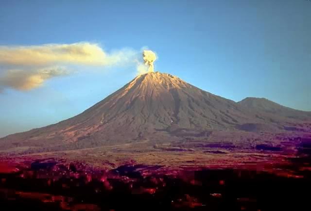 5 Gunung Paling Aktif Di Indonesia  GAUL MANIA