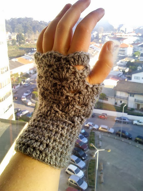 Omg Its Almost Christmas Fingerless Mitts Free Crochet Pattern