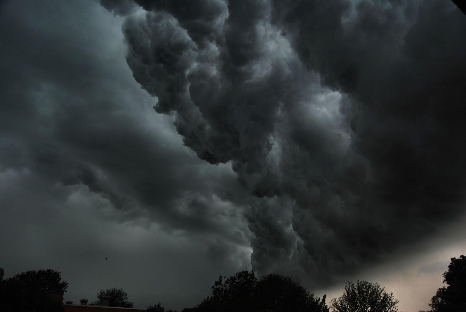 Leeuwarden_onweerswolk_27juli2013.JPG