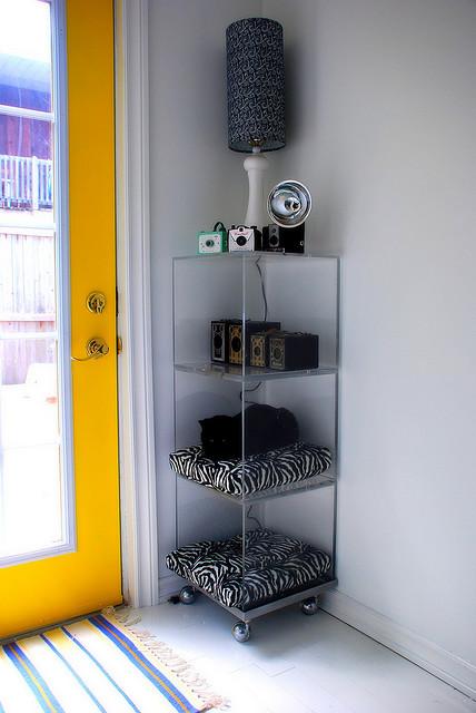 C mo decorar estanter as y mesas en casas con gatos - Estanterias para gatos ...
