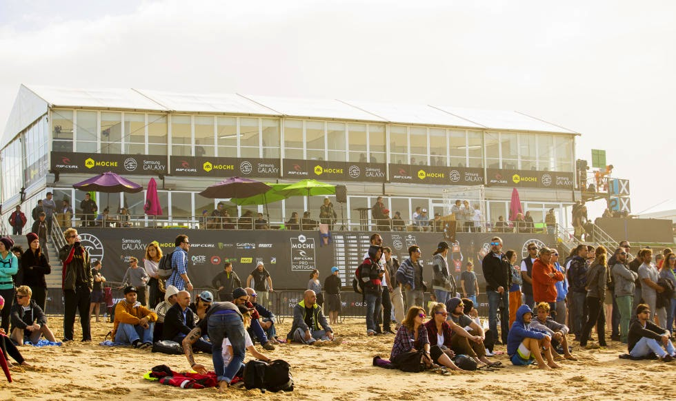 44 2014 Moche Rip Curl Pro Portugal Crowd Foto ASP Damien%2B Poullenot Aquashot