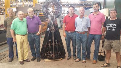 empresarios, montañeros, ediles y Ricardo Martin Vazquez durante la presentación de la Virgen