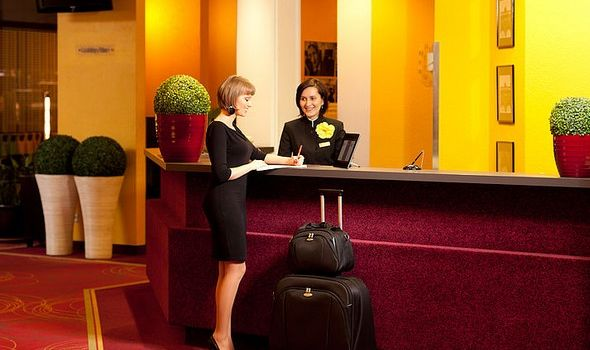 Έρευνα: Τι αγαπούν να κάνουν οι ταξιδιώτες στο δωμάτιο του ξενοδοχείου τους;