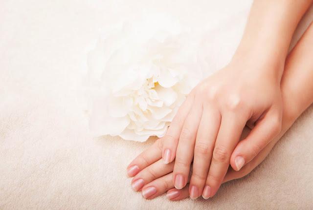 5 Cara Mudah Menghaluskan Telapak Tangan Menggunakan Bahan Alami