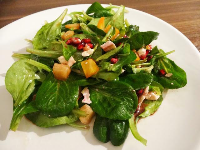Feldsalat mit Granatapfel und Kaki