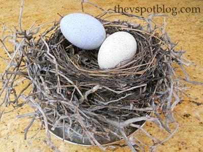 Easter craft project - turn plastic easter eggs into faux robin eggs - diy