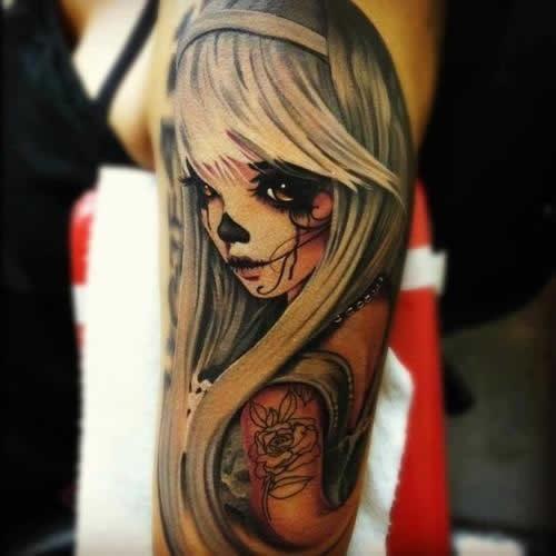 Tatuagem feminina no braço garota dia dos mortos