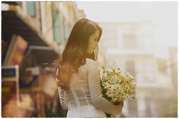 Người đẹp áo dài duyên dáng dịu dàng