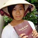 Meisje met ERV Bijbel
