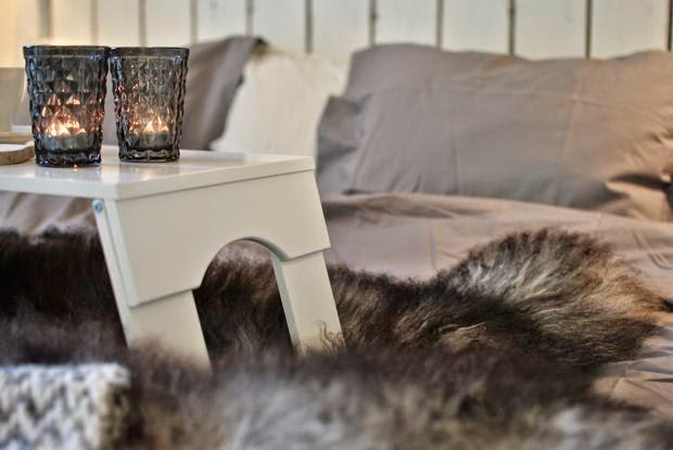 sängbricka isländskt fårskinn