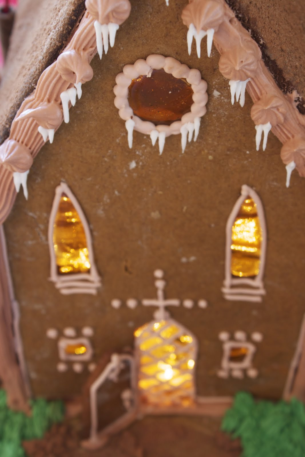 Emilys Harry Potter Birthday Cake: a gingerbread Hogwarts with royal ...