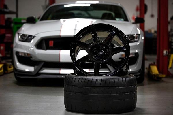 Llanta de fibra de carbono Ford