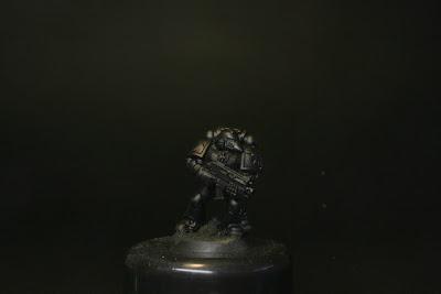 Marines Espacial de los Ángeles Oscuros con imprimación negra