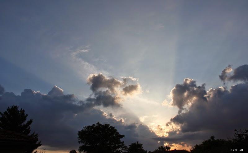 Rayon de soleil sortant des nuages