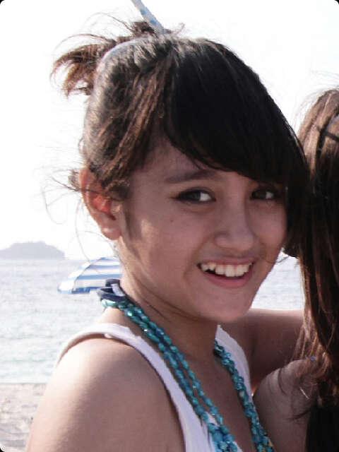 Foto nabilah JKT48 di pantai