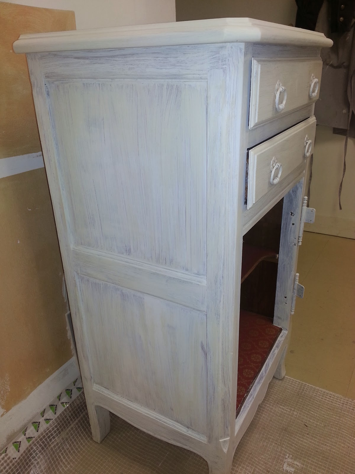 Peinture pour meuble vernis sans poncage leroy merlin for Peintre pour meuble