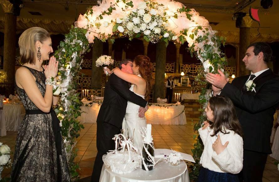 Първа целувка на сватба