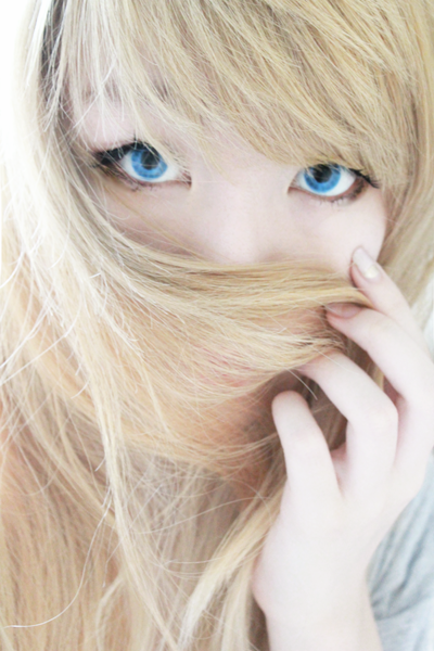 Bright Icy Blue Contact Lenses for Brown Eyes: Phantasee Crazy Blue Mist