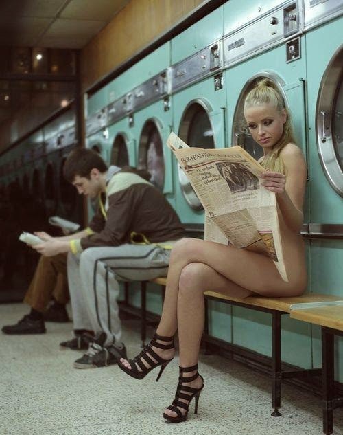 [Gambar: sexy-girl-naked-laundry.jpg]