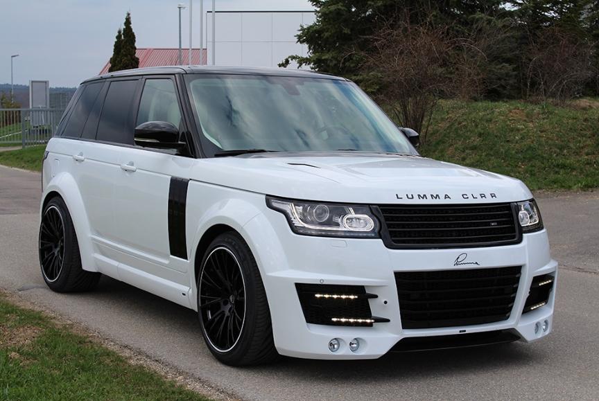 Белый Range Rover вид спереди и сбоку