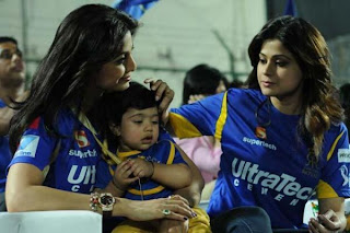 Shilpa shetty with her Son and her sister samita