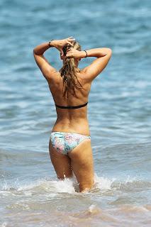 Anna Torv  Bikini ass
