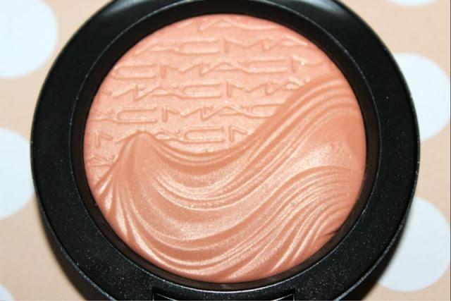 MAC In Extra Dimension Blush in Blazing Haute