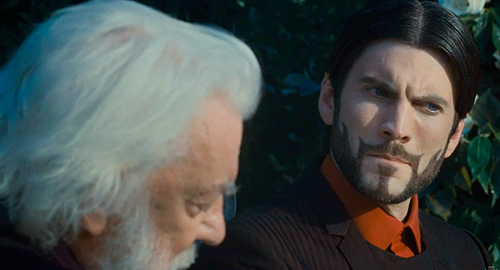 President Snow Seneca The Hunger Games 2012 movieloversreviews.blogspot.com