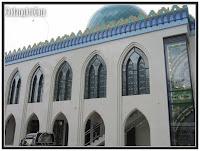 exterior masjid jendela kaca patri