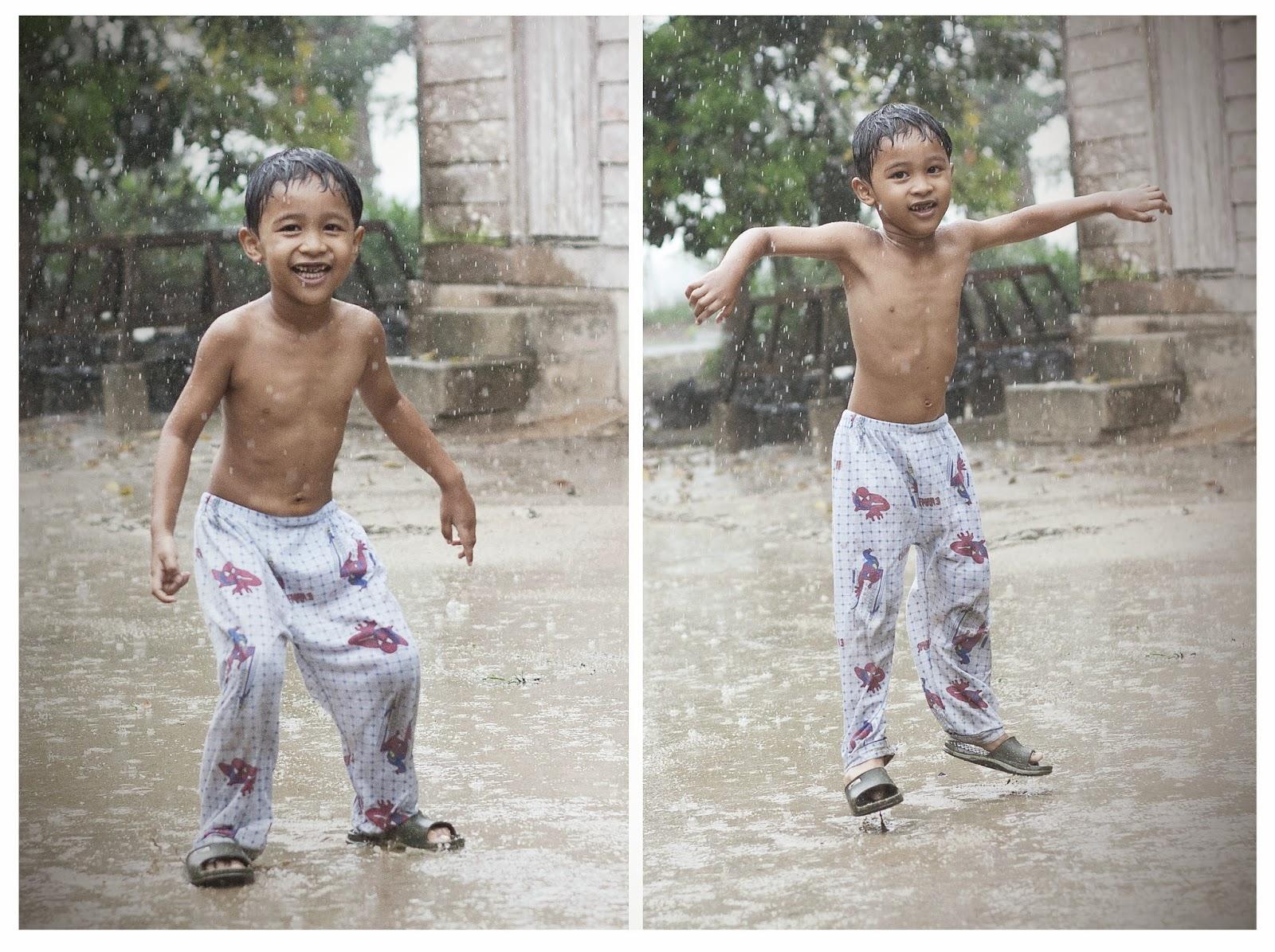 lompat dalam hujan