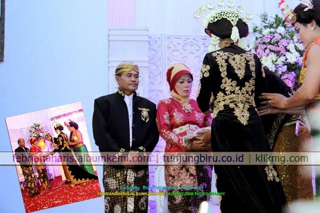 Solo Putri Modifikasi - Resepsi Pernikahan Febriana & Heris Karya Tunjung Biru Wedding Organizer | Fotografer : Klikmg.com Fotografi Purwokerto