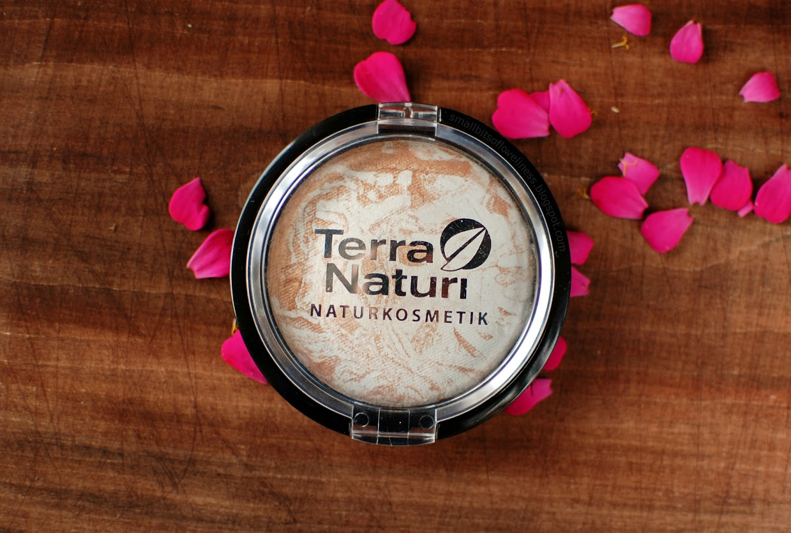 Terra Naturi Golden Highlight Shimmer Powder Body & Face