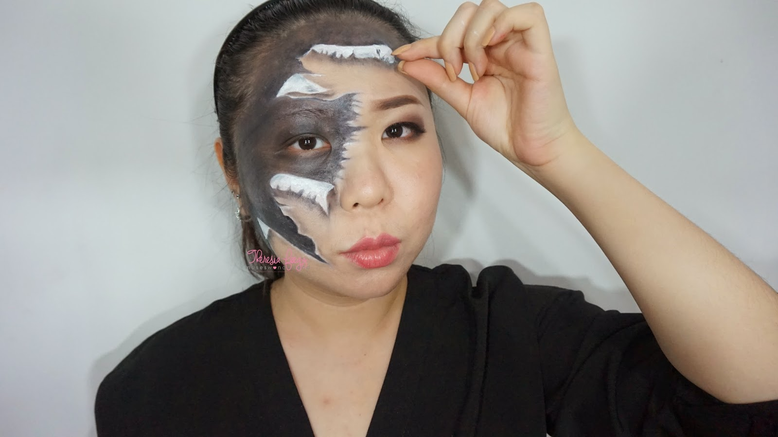 Learn how to get a ripped paper effect on the skin with just face paint and eyeshadow using a 3D illusion technique makeup. Demo by indonesian top blogger in beauty. Product used are pac face paint and sariayu inspirasi borneo eyeshadow.