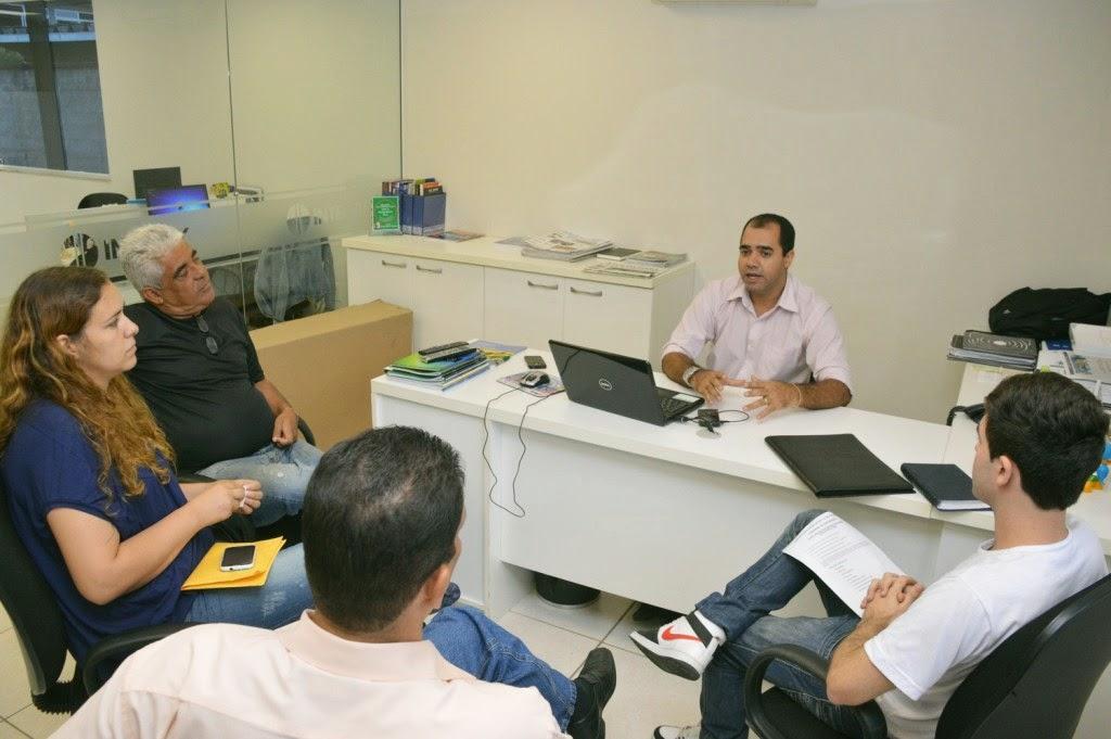 Representantes da Prefeitura de Teresópolis e da InterTv participaram de reunião para tratar da participação da cidade como sede da Copa InterTv de Futsal