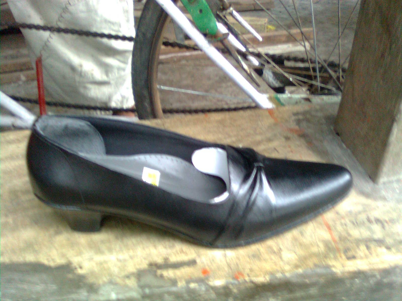 Sepatu Kulit Wanita | Scenes from a memory™