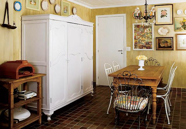 Usando guarda-roupa na cozinha