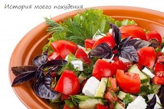 салат помидорный с базиликом и брынзой